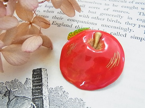 ニア ブローチ【Palnart Poc/パルナートポック(ブラフシューぺリア)】林檎リンゴのブローチ送料無料::2735【バッグ・小物・ブランド雑貨】記念日向けギフトの通販サイト「バースデープレス」