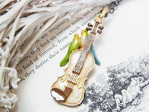 愛の挨拶 ネックレス【Palnart Poc/パルナートポック】バイオリンの上のオカメインコ送料無料::2735【バッグ・小物・ブランド雑貨】記念日向けギフトの通販サイト「バースデープレス」