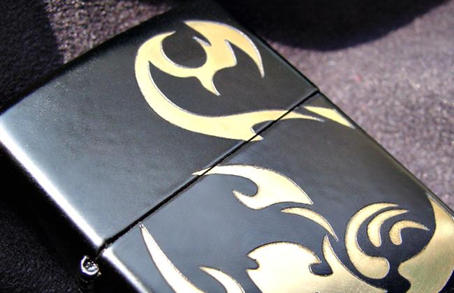 カスタムZippo-リコリスブラック- ::3092【バッグ・小物・ブランド雑貨】記念日向けギフトの通販サイト「バースデープレス」
