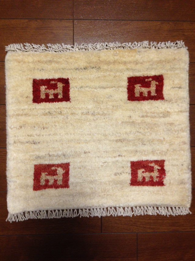 イラン産手織りギャッベ1363(横43cm×縦36cm)::3180【バッグ・小物・ブランド雑貨】記念日向けギフトの通販サイト「バースデープレス」