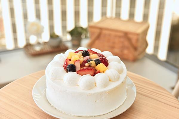 フルーツデコレーションケーキ6号【スイーツ 誕生日 バースデー】の画像1枚目