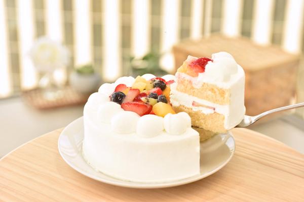 フルーツデコレーションケーキ5号【スイーツ 誕生日 バースデー】の画像2枚目