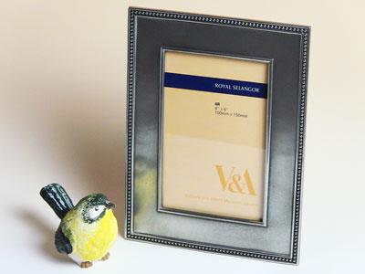 【名入れ】フォトフレーム【写真立て】ロイヤルセランゴール V&Aアンティーク ポストカードサイズ::3334【バッグ・小物・ブランド雑貨】記念日向けギフトの通販サイト「バースデープレス」