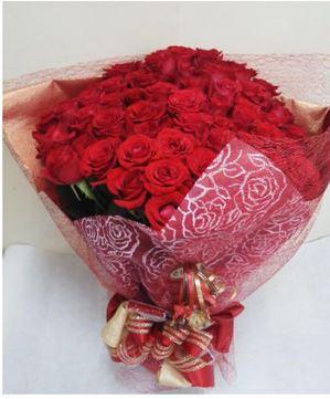 薔薇ブーケ(バラ50本葉物7本)::3644【花・ガーデン・DIY > フラワー】記念日向けギフトの通販サイト「バースデープレス」