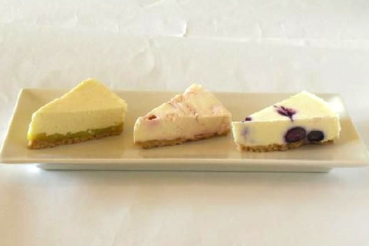 三種のレアチーズケーキ【さつまいも・苺・ブルーベリー】【バースデーケーキ 誕生日ケーキ デコ バースデー】の画像1枚目