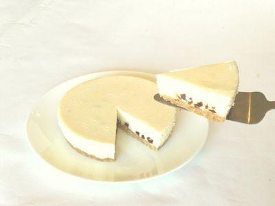 ホワイトチョコとラムレーズンのレアチーズケーキ4号(12cm)【バースデーケーキ 誕生日ケーキ デコ バースデー】