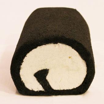 【クリームたっぷり炭ロールケーキ】ヘルシーチャコール使用【バニラクリーム】《ハーフサイズ》