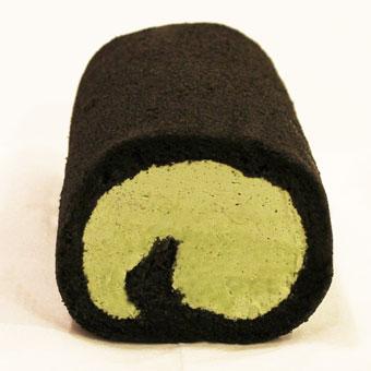 【クリームたっぷり炭ロールケーキ】ヘルシーチャコール使用【抹茶クリーム】《ハーフサイズ》