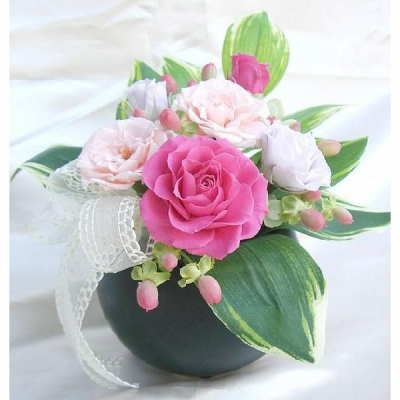 即日対応!花優しい薄藤色とピンク色のバラ小ぶりの花あしらいアレンジ乃華