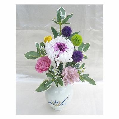 プリザーブドフラワー御供花有田焼の花瓶付仏花輪菊とバラのアレンジ