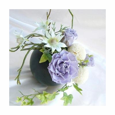 即日対応!優しい薄藤色のバラとクリーム色の小花を使った小ぶりの花あしらいアレンジ乃風