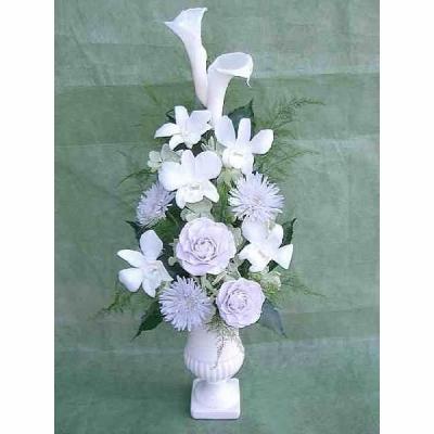 花彗華純白のカラーと薄藤色のバラと菊のニュアンスアレンジ 送料無料