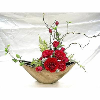 ブロンズ色の花器に深紅色のバラのアレンジ BENI 送料無料