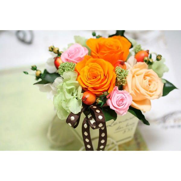 ギフトに最適なプリザーブドフラワーアレンジ!「パリの花市場」