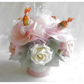 バラとスイーツフラワー ホワイト(小)【誕生日 贈り物 プレゼント お祝い ギフト 花 フラワー】の画像1枚目