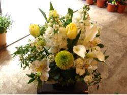 アレンジメントホワイト系 L【花 フラワー フラワーギフト 誕生日 プレゼント】の画像1枚目