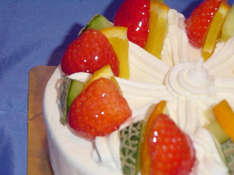 【卵、小麦粉不使用】生クリームフルーツ3種類飾り5号(直径15cm 3〜5名様用)