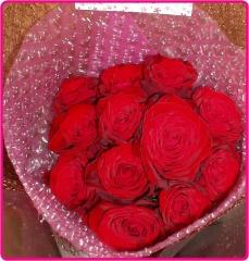 そのまま飾れる!赤バラのダズンブーケ