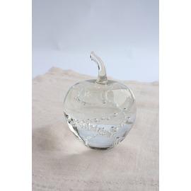 リンゴのペーパーウェイト(泡)【誕生日 バースデー ギフト 贈り物 プレゼント お祝い ガラス】