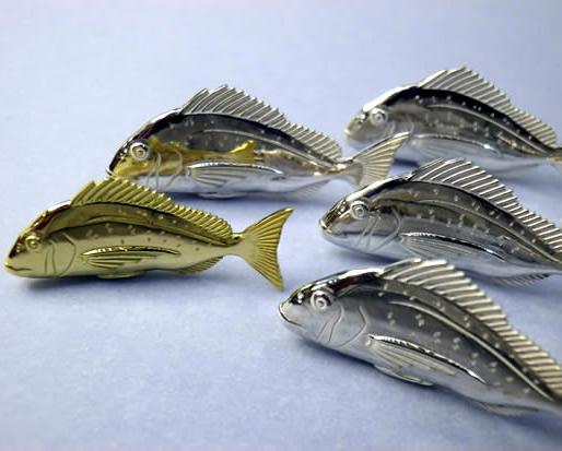 金の鯛(18金・K18)(立体型)【誕生日 バースデー ギフト 贈り物 プレゼント 記念品 アクセサリー  ストラップ 魚】