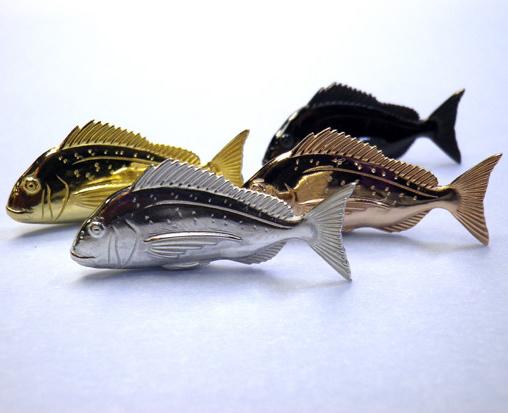 銀の鯛(シルバー)(立体型)【誕生日 バースデー ギフト 贈り物 プレゼント 記念品 アクセサリー  ストラップ 魚】の画像1枚目