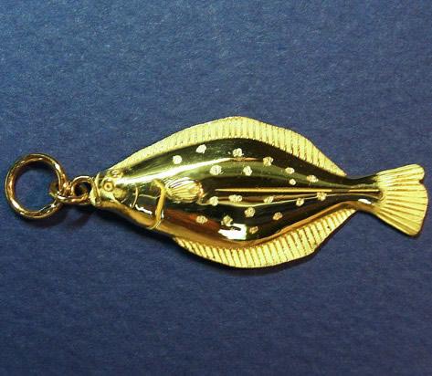 ヒラメ(18金・K18)【誕生日 バースデー ギフト 贈り物 プレゼント 記念品 アクセサリー  ストラップ 魚】の画像1枚目