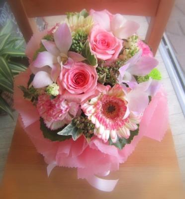 気軽に贈れるミニサイズ「ミニおむつケーキ・ピンク」【プレゼント 指定日可 ギフト お祝い イベント 記念日 赤ちゃん】