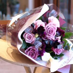 シックでスタイリッシュな「紫のグラデーション花束」【プレゼント 指定日可 ギフト 花束 お祝い イベント 記念日】の画像1枚目