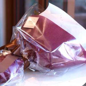シックでスタイリッシュな「紫のグラデーション花束」【プレゼント 指定日可 ギフト 花束 お祝い イベント 記念日】の画像3枚目