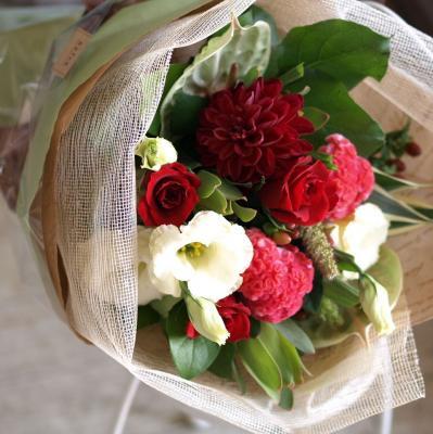 赤バラを入れてお作りします「華やかなレッドブーケ」【プレゼント 指定日可 ギフト 花束 お祝い イベント 記念日】の画像1枚目