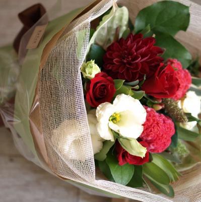 赤バラを入れてお作りします「華やかなレッドブーケ」【プレゼント 指定日可 ギフト 花束 お祝い イベント 記念日】の画像2枚目