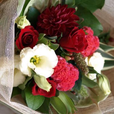 赤バラを入れてお作りします「華やかなレッドブーケ」【プレゼント 指定日可 ギフト 花束 お祝い イベント 記念日】の画像3枚目