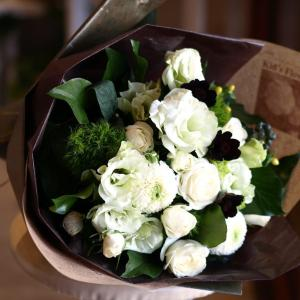 ナチュラル感たっぷり「白グリーンの花束」【プレゼント 指定日可 ギフト 花束 お祝い イベント 記念日】