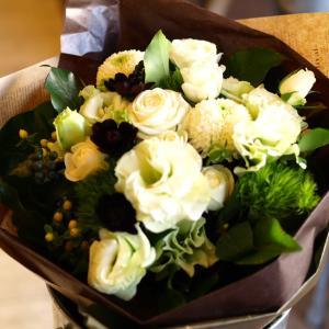 ナチュラル感たっぷり「白グリーンの花束」【プレゼント 指定日可 ギフト 花束 お祝い イベント 記念日】の画像2枚目