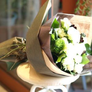 ナチュラル感たっぷり「白グリーンの花束」【プレゼント 指定日可 ギフト 花束 お祝い イベント 記念日】の画像3枚目