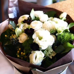 ナチュラル感たっぷり「白グリーンの花束」【プレゼント 指定日可 ギフト 花束 お祝い イベント 記念日】の画像4枚目