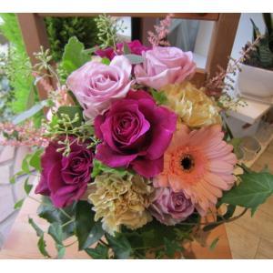 バラをメインに「ロマンティック・ピンクのアレンジメント」【プレゼント 指定日可 ギフト アレンジ フラワー お祝い イベント 記念日】