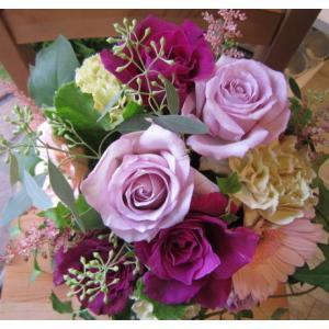 バラをメインに「ロマンティック・ピンクのアレンジメント」【プレゼント 指定日可 ギフト アレンジ フラワー お祝い イベント 記念日】の画像2枚目