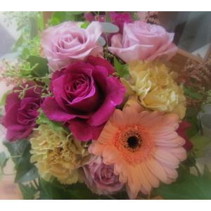 バラをメインに「ロマンティック・ピンクのアレンジメント」【プレゼント 指定日可 ギフト アレンジ フラワー お祝い イベント 記念日】の画像3枚目