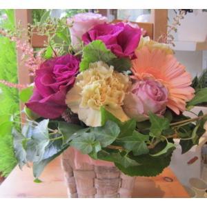 バラをメインに「ロマンティック・ピンクのアレンジメント」【プレゼント 指定日可 ギフト アレンジ フラワー お祝い イベント 記念日】の画像4枚目