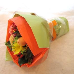 元気が出る!!「ビタミンカラーのブーケ風花束」の画像2枚目