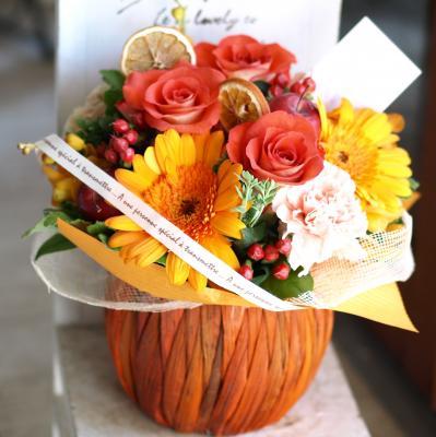 温かみ溢れるオレンジで「コロンバスケット・橙」【 指定日可 ギフト アレンジ フラワー】