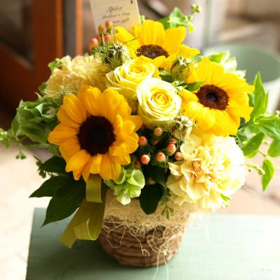 お母さんの笑顔のようなひまわりで「サンフラワー・アレンジメント」【母の日 プレゼント 指定日可 ギフト アレンジ フラワー】【花・ガーデン・DIY > フラワー】記念日向けギフトの通販サイト「バースデープレス」