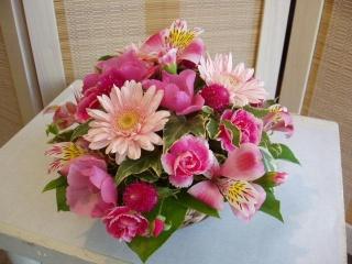かわいらしい色合いのアレンジ 〈 キュート 〉【花 フラワーギフト プレゼント】
