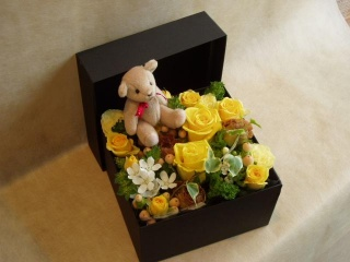 BOXフラワーゴールデンイエロー・アロマベアセット【花 フラワーギフト プレゼント】