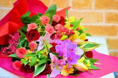 【送料無料】お花屋さんにおまかせの花束(生花)【花 フラワーギフト アレンジメント フラワー 誕生日】の画像1枚目