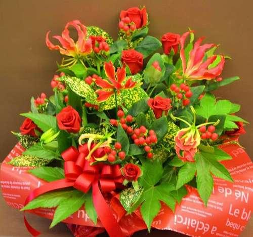 【送料無料】赤系アレンジメント【花 フラワーギフト アレンジメント フラワー 誕生日】の画像1枚目