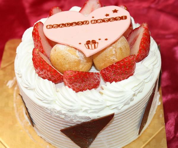 プチシューと苺の生クリームデコレーションケーキ6号【バースデー 誕生日 デコ バースデーケーキ】の画像1枚目