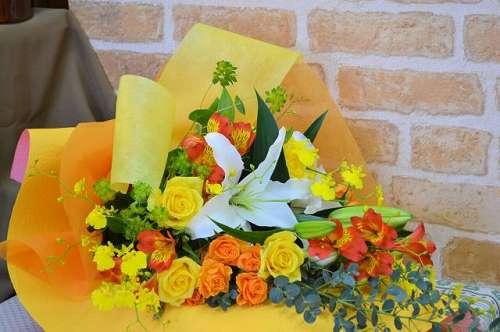 【送料無料】キイロ・オレンジ系の花束【花 フラワーギフト アレンジメント フラワー 誕生日】の画像1枚目