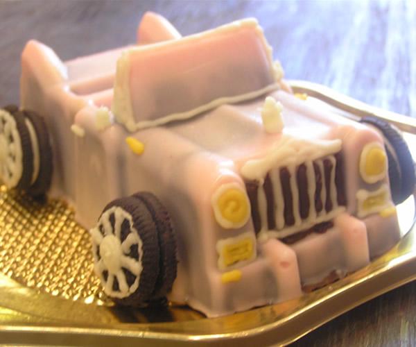ピンクロールスロイスのケーキ4号の画像1枚目